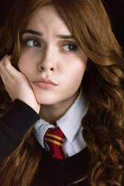 hermione_granger_harry_potter_cosplay_by_tenebrisdimetra-daqrdle